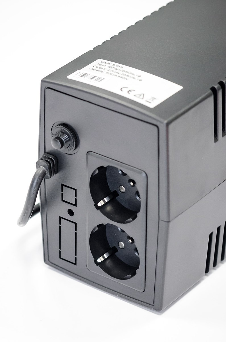 EAST EA260 UPS LED 600 VA, 360 W